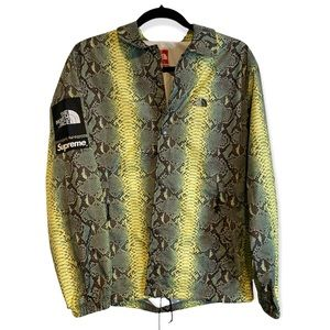 Supreme®/The North Face® Snakeskin Taped Seam Coaches Jacket Green